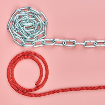Lanturi, cabluri, sfori